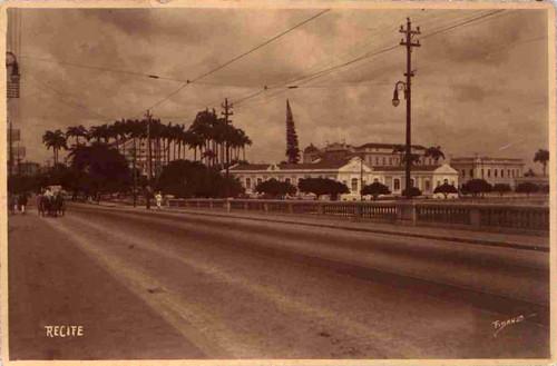 Teatro Santa Isabel e antiga sede do Liceu de artes e ofícios