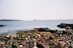 000007890023 (spablab) Tags: argusc3200fujifilmsuperialagovistafilmlablenstagg argusc3200fujifilmsuperialagovistafilmlablenstagger newengland massachusetts ishootfilm filmisnotdead analog 35mm argusc3 fujisuperia200 50mm cintar lens newcastle newhampshire ocean beach atlantic rangefinder