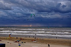 DSC07400 (ZANDVOORTfoto.nl) Tags: beachlife clouds kiters zandvoort aan zee netherlands strand zon wolken