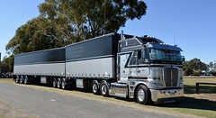 Murrell (quarterdeck888) Tags: murrell kenworth trucks photos truckphotos australiantrucks outbacktrucks workingtrucks primemover class8 overtheroad interstate frosty quarterdeck jerilderietrucks jerilderietruckphotos flickr bdoubles lorry bigrig highwaytrucks interstatetrucks nikon truck kenworthclassic kk kenworthclassic2018 truckshow truckdisplay workingclasstrucks noprizes murrelldistribution k200 bigcab