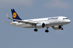 LUFTHANSA / Airbus   A 320 NEO   D-AINB / LEBL - BCN / juin 2018 (gimbellet) Tags: canon nikon spotting spotter boeing bcn barcelone barcelona elprat lebl planes transport transportation airbus a330 a320 a380 airplanes aviation a340 avions aeroport atr aircraft airport a350 aeronautique airplane aeroplane a320neo