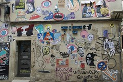 Public graffiti at Allada Vermell Street, Barcelona. (heraldeixample) Tags: heraldeixample bcn barcelona spain espanya españa spanien catalunya catalonia cataluña catalogne catalogna graffiti grafit pintada mural 落書き grafite 涂鸦 граффити allada barri ribera ngc albertdelahoz