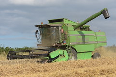 Deutz Fahr Topliner 4060 HTS Combine Harvester cutting Winter Wheat (Shane Casey CK25) Tags: deutz fahr topliner 4060 hts combine harvester cutting winter wheat sdf df green conna aghern grain harvest grain2018 grain18 harvest2018 harvest18 corn2018 corn crop tillage crops cereal cereals golden straw dust chaff county cork ireland irish farm farmer farming agri agriculture contractor field ground soil earth work working horse power horsepower hp pull pulling cut knife blade blades machine machinery collect collecting mähdrescher cosechadora moissonneusebatteuse kombajny zbożowe kombajn maaidorser mietitrebbia nikon d7200