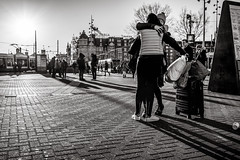 long time no see (Gerard Koopen) Tags: amsterdam noordholland nederland nl capital city tourist luggage greeting longshadows bw blackandwhite blackandwhiteonly noir people straat street straatfotografie streetphotography streetlife nikon d810 2018 gerardkoopen gerardkoopenphotography