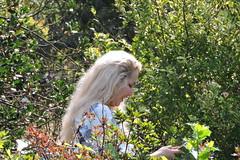 2018-09-21 Smile in Green (beranekp) Tags: czech teplice teplitz botanik botanic garden garten smile girl people women