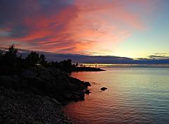 Scaborough sunrise (Pwern2) Tags: sunrise sun scarboroughbluffs scarborough ontario lakeontario canada canadian the6 6 toronto to greatlakes highlandcreek rougeriver nature landscape freshwater lakes sky pier marina