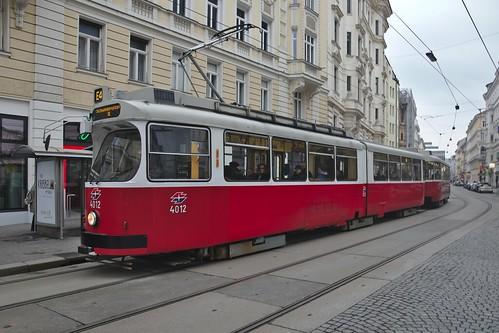 2018-02-18 AT Wien 09 Alsergrund, Porzellangasse, Hst Seegasse, E2 4012 + c5 1412