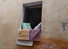 Fenster   Window (MLopht   Dortmund) Tags: italien italy sardegna sardinia sardinien posada pasada stadt ort dorf küstenstadt küste mittelmeer sony alpha 6300 ilce 1650mm fenster kissen fensterplatz haus gebäude sonyalpha6300 ilce6300