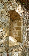 FINESTRA ESGLESIA DE SANT MARTÍ DE SESSERRES (Joan Biarnés) Tags: esglésiadesantmartídesesserres cabanelles altempordà empordà girona finestraesglésia ventana 267 panasonicfz1000 finestra