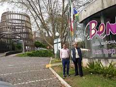 11/09/18 - Visita a Bento Gonçalves: no Pórtico da entrada de Bento Gonçalves com Filipe Toledo.