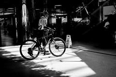 attention! (Rien van Voorst) Tags: streetphotography straatfotografie strasenfotografie fotografíacallejera photographiederue fotografiadistrada monochrome city urban highcontrast fuji xt20 nederland dutch thenetherlands paysbas niederlände station bahnhof fiets fahrrad bike amsterdam