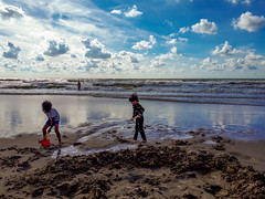 20180811_171010 (durr-architect) Tags: north sea beach castricum zee sand clouds people water light