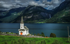 The little church and the waterfall in Høyheimsvik. (Fr@nk ) Tags: norge norway church waterfall fjell travel recent rec0309 mrtungsten62 europe sonya7r ef1635mmisl river summer view scenery landscape waterscape vacation mirrorless ilce exif45mm f80 1640sec l ddtag5 høyheimsvik topf25 topf50 topf100 topf200 topf300 topf400 europ12 world100f