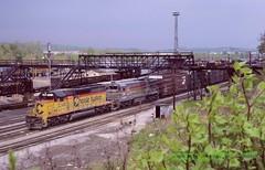 Ches CO 8373-SBD 7089, e, Connellsville, PA. 5-08-1987 (jackdk) Tags: train railroad railway co chessie chessiesystem chesapeakeandohio seaboard seaboardsystem sbd csx csxt csxpittsburghsub csxkeystonesub keystonesub pittsburghsub bo baltimoreandohio connellsville connellsvillepa freighttrain freight standardcab c307 gec307