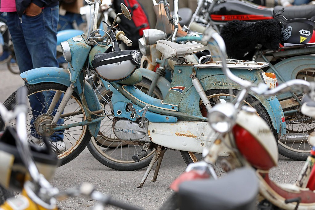 moped trim