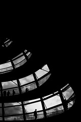 You're walking in tiny circles (parenthesedemparenthese@yahoo.com) Tags: dem 2018 allemagne bn backlighting berlin city coupole deutschland germany monochrome nb noiretblanc normanfoster people reichstag silhouettes août august blackandwhite bnw byn canon600d channel contrejour ef24mmf28 grandcontraste highcontrast spiral spirale