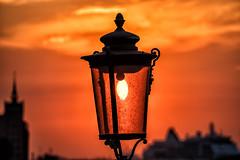 Straßenlaterne im Sonneuntergang auf Giudecca (stefangruber82) Tags: venedig venice italy italien sunset sonnenuntergang lantern red rot