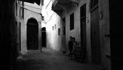 Vivid Curiosity / Curiosité Vivide (Jihane Darkaoui) Tags: blackandwhite bw monochrome noiretblanc streetphotography nikond7100 nikon children