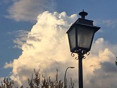 Dos farolas y una nube (Micheo) Tags: granada spain septiembre september nube cloud farolas streetlamps cielo sky autumn otoño