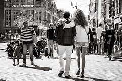 strolling down the avenue (Gerard Koopen) Tags: nederland netherlands amsterdam capital city tourist tourists candid avenue road strolling walking people man woman straat street straatfotografie streetphotography streetlife bw blackandwhiteonly blackandwhite sonyalpha a7iii 2018 gerardkoopenphotography gerardkoopen