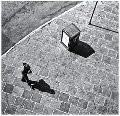 Diana-Fotografía Callejera (Street Photography) (Samy Collazo) Tags: diana dianaftoycamera toycamera plasticcamera camaradeplastico lomography fotografiacallejera streetphotography kodak kodaktmax400exp2008 expiredfilm peliculaexpirada sanjuan oldsanjuan viejosanjuan puertorico bn bw