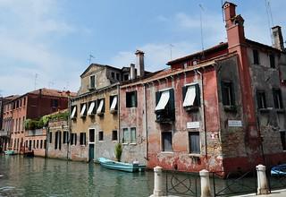 Au croisement du rio delle Muneghete et du rio de San Pantalon, Frari, sestiere de San Polo, Venise, Vénétie, Italie.