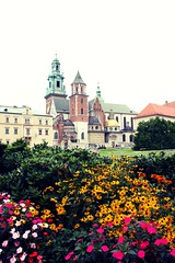 Wawel Castle, Kraków (Gondolin Girl) Tags: krakow poland europe travel city holiday holidays break citybreak architecture church wawel castle wawelcastle gardens