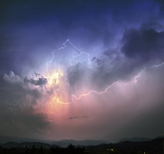 All of a sudden (Robyn Hooz) Tags: temporale storm fulmine lampo bolt firebolt lightning electricity nuvole clouds pioggia veneto tempesta charge carica