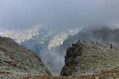 Welcome to the summit! (Gergely_Kiss) Tags: hikers slovakia peak mountain hiking tengerszemcsúcs rysy magastátra hightatras vysoketatry canon1755