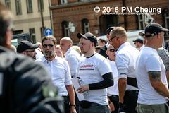 Rudolf-Heß-Gedenkmarsch 2018: Mord verjährt nicht! Gebt die Akten frei! Recht statt Rache  und Gegenprotest: Keine Verehrung von Nazi-Verbrechern! NS-Verherrlichung stoppen! – 18.08.2018 – Berlin –IMG_6143 (PM Cheung) Tags: rudolfhessmarsch wwwpmcheungcom berlin mordverjährtnichtgebtdieaktenfreirechtstattrache neonazis demonstration berlinspandau spandau friedrichshain hesmarsch rudolfhes 2018 antinaziproteste naziaufmarsch gegendemonstration 18082018 blockade npd lichtenberg polizei platzdervereintennationen polizeieinsatz pomengcheung antifabündnis rechtsextremisten protest auseinandersetzungen blockaden pmcheung mengcheungpo pmcheungphotography linksradikale aufmarsch rassismus facebookcompmcheungphotography keineverehrungvonnaziverbrechernnsverherrlichungstoppen antifaschisten mordverjährtnicht rudolfhesmarsch sitzblockaden kriegsverbrechergefängnisspandau nsdap nskriegsverbrecher geschichtsrevisionismus nsverherrlichungstoppen hitlerstellvertreterrudolfhes 17august1987 rathausspandau ichbereuenichts b1808 festderdemokratie verantwortungfürdievergangenheitübernehmen–fürgegenwartundzukunft rudolfhessmarsch2018 rudolfhesgedenkmarsch rudolfhesgedenkmarsch2018