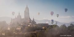 Segovia Cathedral at dawn (Ignacio Ferre) Tags: segovia comunidaddecastillayleón catedral cathedral españa spain paisaje landscape nikon globo building edificio amanecer dawn niebla foggy ballon fog