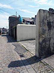 washday (chrisinplymouth) Tags: backlane wall building architecture washingline laundry princerock plymouth devon england washing uk xg cw69x