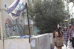 Pocahantas in Palestine. Tel Aviv, March 2018. (joelschalit) Tags: israel telaviv palestine streetphotography pentaxkp flags documentary israeliflag cholos indian nativeamerican genocide georgehamelekh kinggeorgest zionism judaism flag purim graffiti costume america colonialism