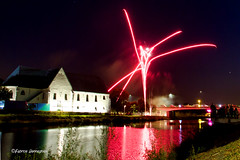 Fireworks @ Oudenaarde 2018 (Fabke.be) Tags: fire firework fireworks colorful colors color couleurs kleuren licht spektakel spectacle vuurwerk vuur feudartifice feu oudenaarde vlaanderen vlaamseardennen vlaams water schelde reflection reflections waterreflection lescaut river people festival night nightshooting nightshot longexposure canon canon7d canon7dmkii canon175528