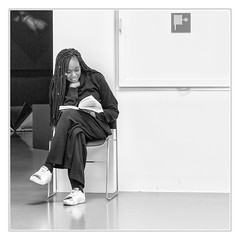 Reading girl #02 (sdc_foto) Tags: sdcfoto street streetphotography bw blackandwhite pentax k1 girl museum book smile antwerp belgium sitting