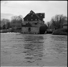 Houghton Mill: 1 (Benedict Todd) Tags: mill watermill epson apotar tmax400 houghtonmill film tmy2 analogue 4490 industrial river agfa cambridgeshire isolette homedeveloped nationaltrust bw ilford id11 kodak