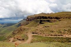 """Vu du Lesot""""Haut"""" (-LoraN-) Tags: lesotho drakensberg paysage nature montagne vert nuage route canon 600d canon600d afrique afriquedusud"""