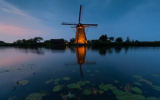 Floodlights in Kinderdijk 2018 -1-
