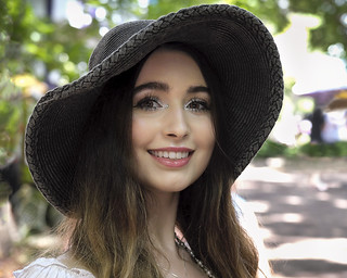 Pretty Hat Girl Candid