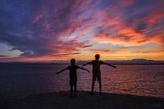 Volando al atadecer (kinojam) Tags: people sunset atardecer anochecer contraluz sky kino kinojam canon canon6d