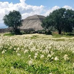 2018-09-05_1862079264338528397 (ky_olsen) Tags: piramidedelsol pyramidofthesun teotihuacan