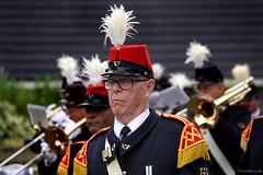 Drenthe: Paterswolde parade man (Henk Binnendijk) Tags: people candid street paterswolde eelde bloemencorso parade float portrait drenthe nederland netherlands dutch holland bloemencorsoeelde grunospostharmonie