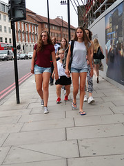 IMG_0465b (Luxifurus) Tags: hip hipshot fromthehip candid unposed covert unaware secret stolen gimp commute london street portrait urban woman girl female pretty beautiful hands faces dwarf porg