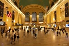 Grand Central Terminal (Elliott Cowand) Tags: allrightsreserved copyright elliottcowand elliottcowandyahoocom grandcentralstation grandcentralterminal newyork manhattan commuters canon eos canon60d 89east42ndstreetnewyork tamron tamron1024mm people