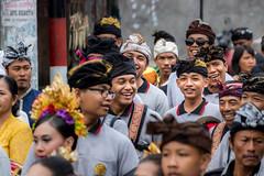 IMG_6680-tr (JLBenazra) Tags: bali cérémonie sawan indonésie costumes