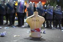 Rest in peace, democracy! (Cristian Ştefănescu) Tags: protest diaspora românia romania rumaenien bucurești piațavctoriei riots bukarest bucharest curopție korruption corruption