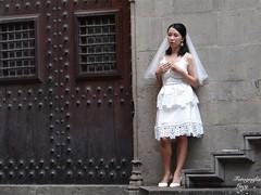Girlfriend (habanera19) Tags: cuple amor love plazadesanjaime romántico ilusion novia wedding japonesa woman street cataluña barriogótico urbana people fashion barcelona españa beautiful girlfriend