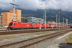 11 teiliger lokzug von der ÖBB at Innsbruck Hbf 15 august 2018 (Remco van den Bosch 72) Tags: 1116161 1116126 1116102 1144069 1016006 1144290 1144077 1144120 1116122 1144045 1116166 lokzug öbb taurus siemens lokkentrein innsbruckhbf austria oostenrijk eisenbahn electrischelocomotief eloc elok railway rails railroad railwaystation trein train transport treinspotten trainspotting track station spoor spoorwegen bahn bahnhof locomotief locomotive zug