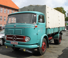 Vintage Mercedes COE truck (Schwanzus_Longus) Tags: cloppenburg german germany old classic vintage truck lorry vehicle freight cargo transport flatbed coe cab over engine mercedes benz lp328 lp 328