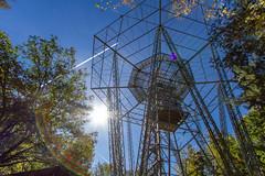 VOR - FFM - 114.2 (Frankonius) Tags: drehfunkfeuer vor vhfomnidirectionalradiorange navigation aviation luftfahrt sonne sun sky himmel kondensstreifen contrail